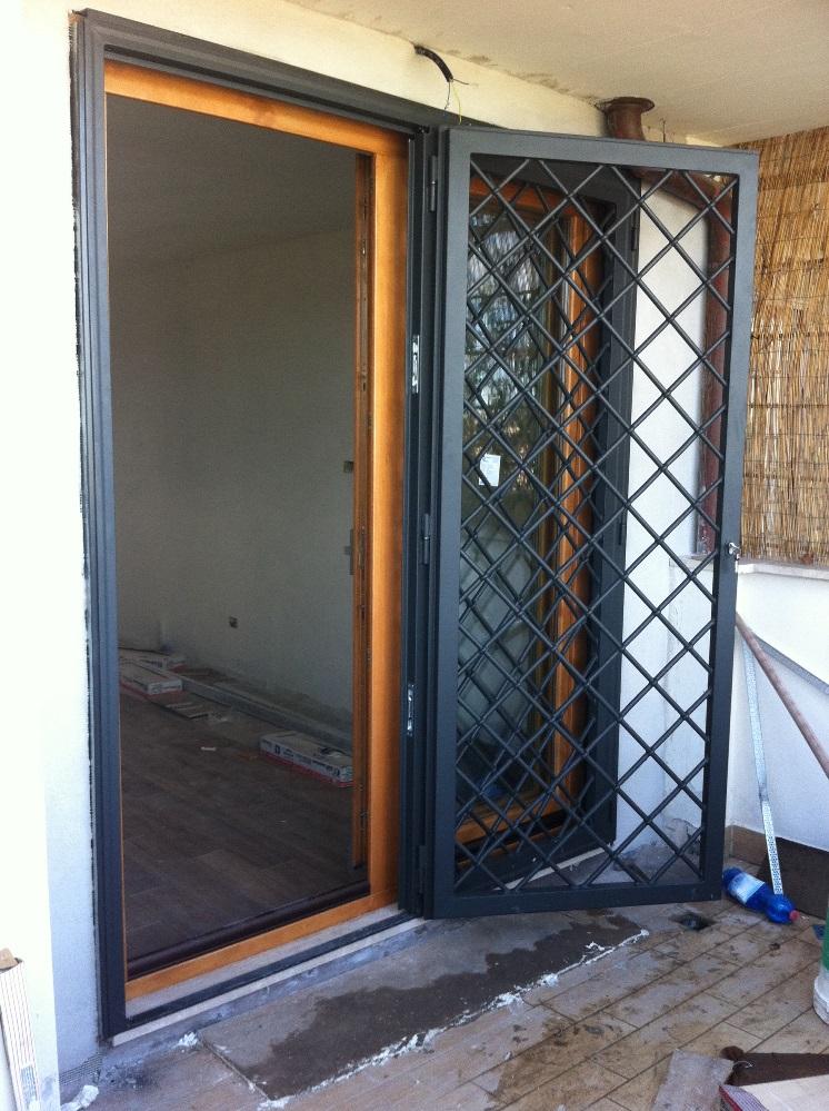 Grate per finestre roma grate in ferro sicur infissi - Disegni di grate per finestre ...