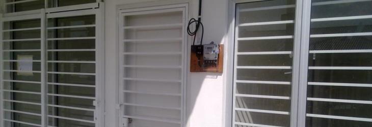 Grate per finestre roma grate in ferro sicur infissi - Protezione per finestre ...